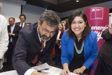 Actores del sector energético firman acuerdo para aumentar la inserción femenina