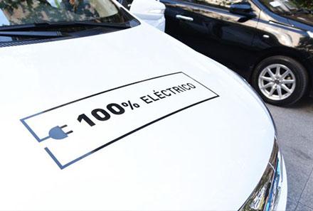 Subsidio permitirá renovar parque de taxis colectivos a vehículos eléctricos e híbridos