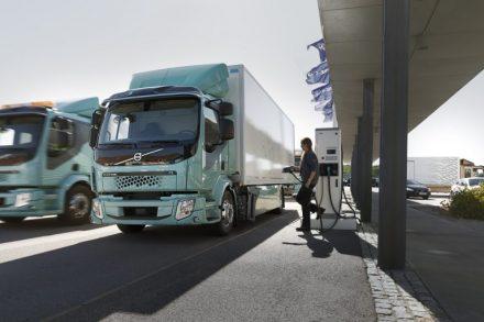 Quince Estados de EE.UU. acuerdan que todos sus camiones sean eléctricos en 2050