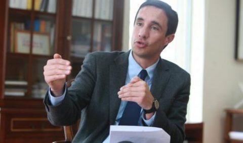 Convocan a biministro Jobet a comisión internacional sobre transición energética